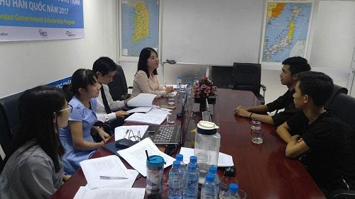 Học viên sẽ được kiểm tra, luyện phỏng vấn trực tiếp bởi giáo viên ngườiHàn