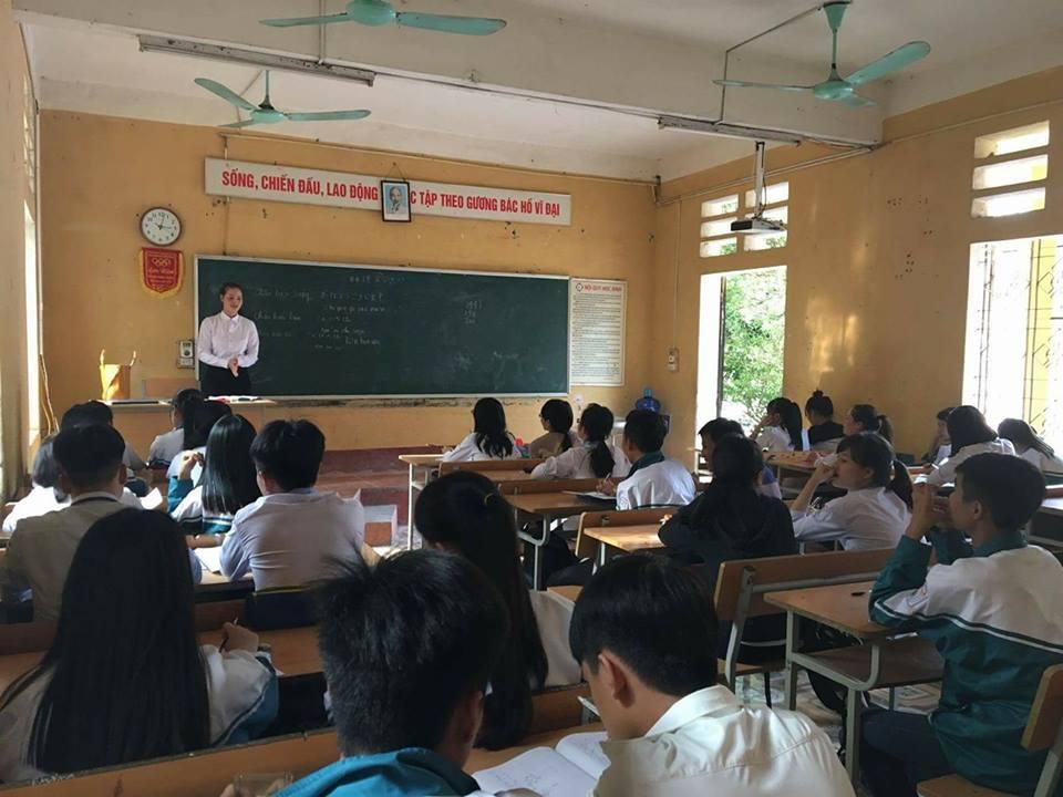 Một lớp học tiếng Hàn miễn phí tại trường THPT Long Châu Sa – Phú Thọ