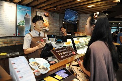Nhiều bạn du học sinh Hàn Quốc lựa chọn công việc làm thêm trong các nhà hàng